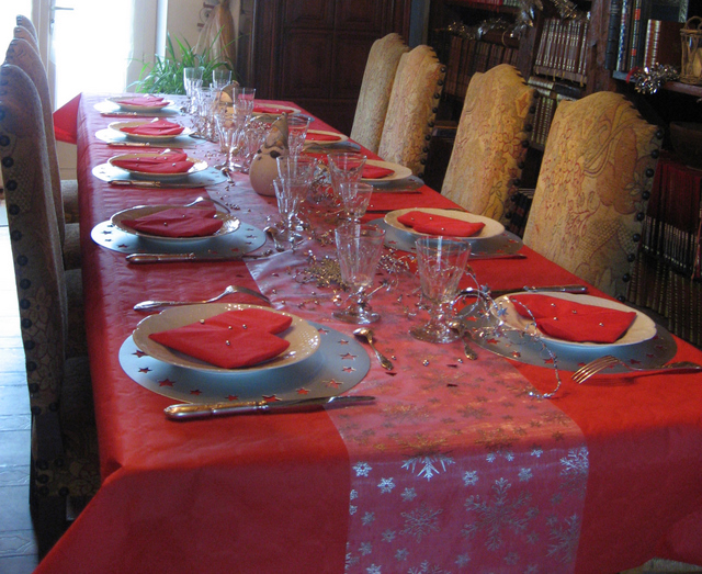 Th me deco table no l nappes en fete - Table de noel rouge ...