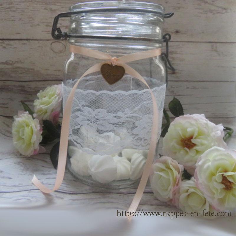 boval en verre avec meringues pour deco de mariage ou de bapteme