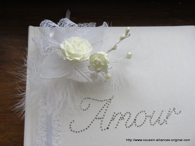 livre d'or aux roses blanches